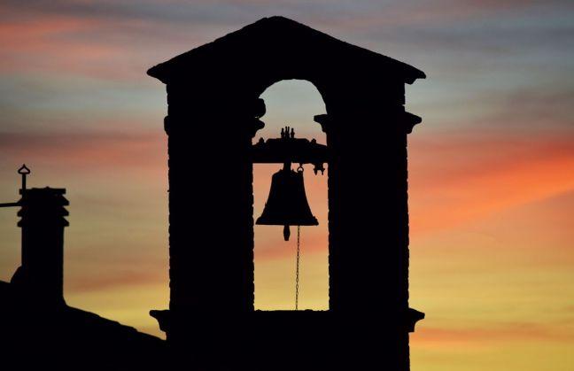 1025-181022-por quien doblan las campanas john donne phchrisbarbalis
